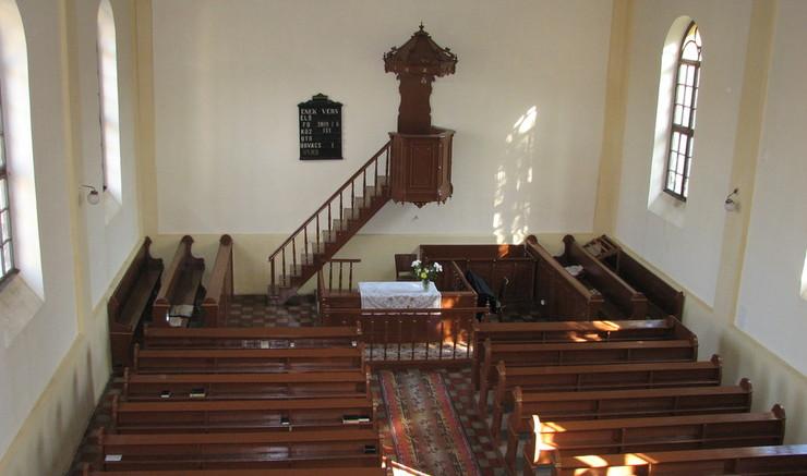 Reformerte kirker skiller sig ud ved at have en simpel indretning