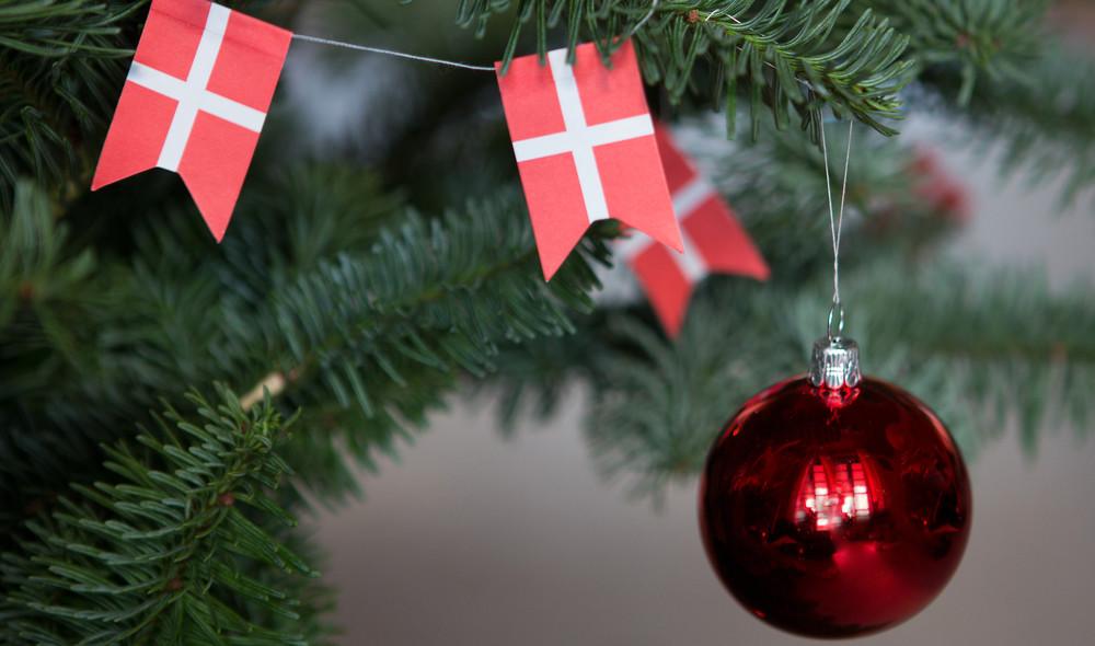 Julekugler, hjerter, stjerner og engle. Få historien bag julepynten