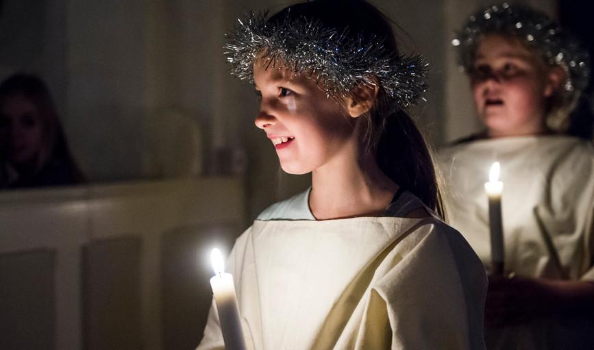 13. december er Luciadag, hvor børn går optog og synger om Lucia. Læs mere om Lucia og traditionerne