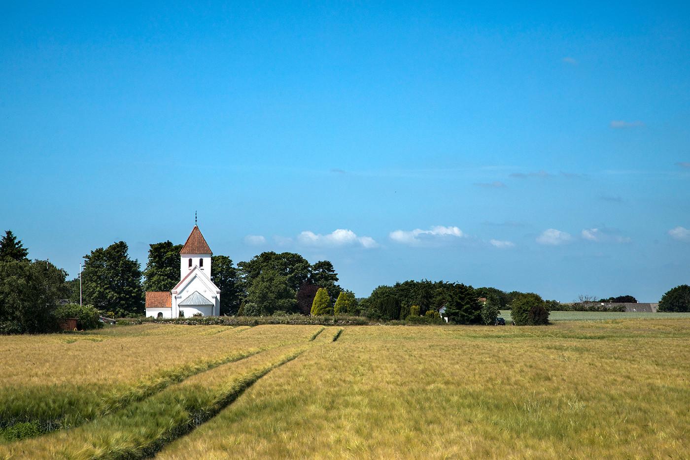 Vrigsted Kirke i landskabet