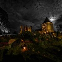 Tænde lys på kirkegården 2