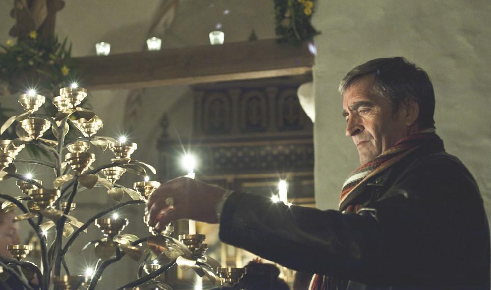 Allehelgen, første søndag i november, mindes vi de døde i kirken