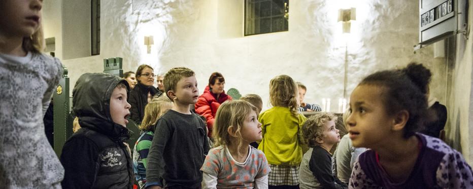 Folkekirken holder også gudstjenester især for børn og famillier