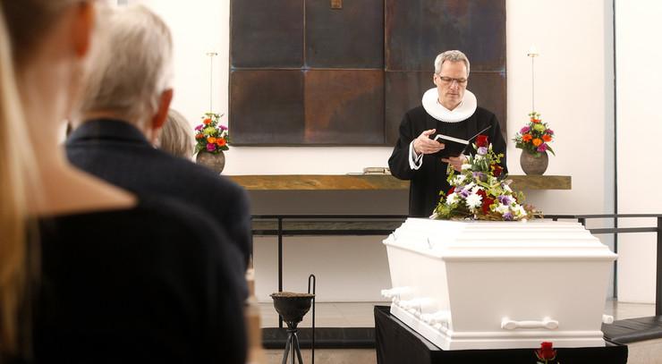Præstens tale ved bisættelsen kan tage udgangspunkt i samtalen med de pårørende.