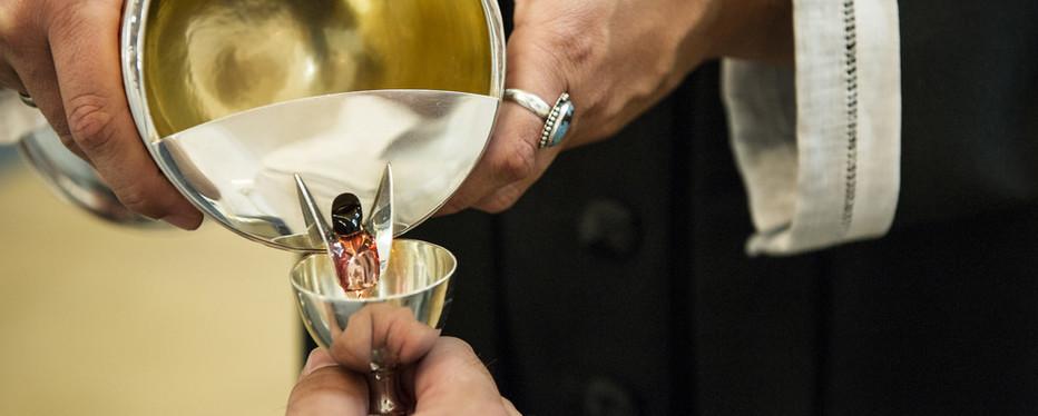 Nadver betyder aftensmad, og det er et fælles måltid i højmessen med budskabet om, at den opstandne Kristus er til stede