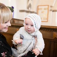 Dåbsbarn i kirken