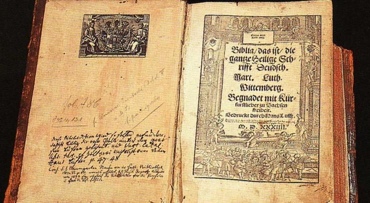 Ifølge Luther er Bibelen den eneste rettesnor for troen.