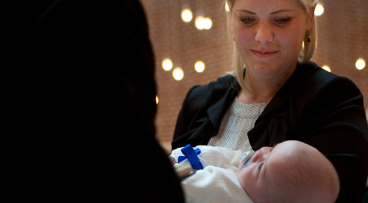"""Ved dåben spørger præsten """"hvad er barnets navn?"""" og den, der bærer barnet til dåben svarer med barnets fulde navn."""