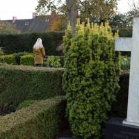 På kirkegården
