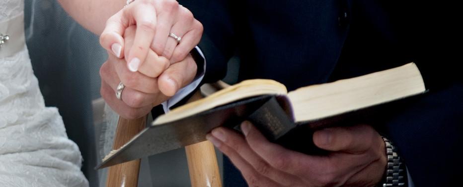 I kan selv være med til at vælge salmer til jeres bryllup. Salmerne aftales med præsten inden brylluppet.
