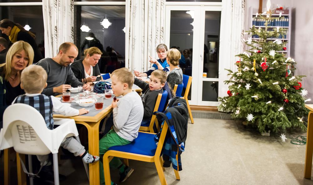 Leder du efter et sted at holde juleaften? Her finder du kirker og organisationer, som slår dørenen op og har brug for frivillige.