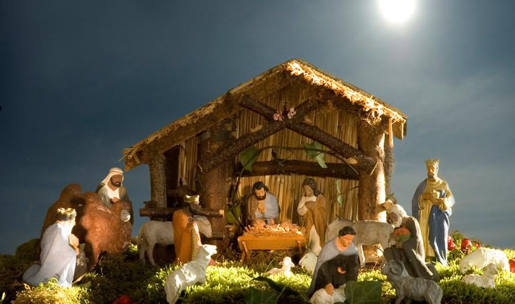 Julekrybbens figurer stammer fra flere forskellige fortællinger om Jesus' fødsel