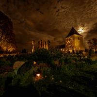 Tænde lys på kirkegården 3