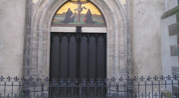 Luther slog sine 95 teser op på døren til slotskirken Wittenberg den 31. oktober 1517