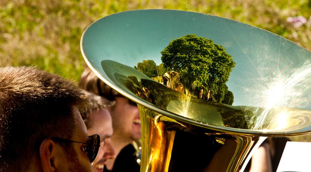 Friluftsgudstjenester og orglet er skiftet ud med mere mobile instrumenter