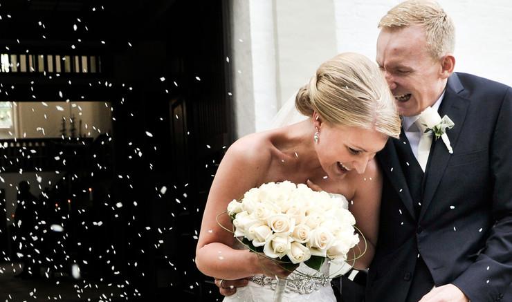 Sådan foregår bryllup i kirken. Læs om kirkebryllup, forberedelser, salmer og alt om den store dag.