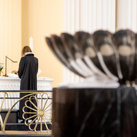 Præst og døbefont