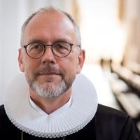 Biskop H W Poulsen i ornat - Bo Grunberger.jpg