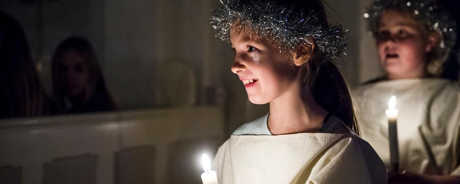 13.december går børn luciaoptog.