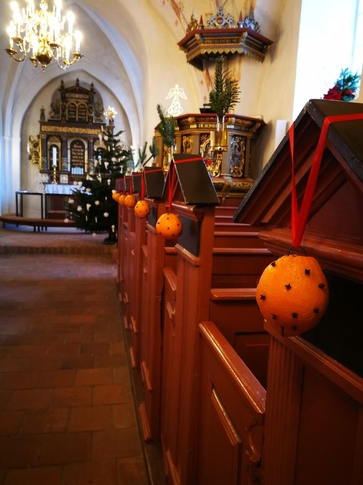 AppelsinerNellikerHerslevKirke.jpg