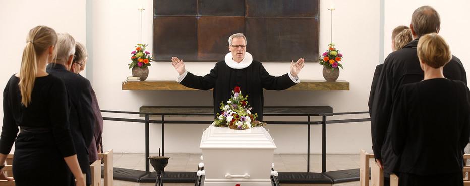 En kirkelig begravelse eller bisættelse er de pårørendes afsked med den døde og forkyndelsen af det kristne budskab om opstandelse, håb og trøst.